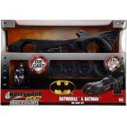 Jada Hollywood Rides összeszerelhető fém autó - 1989 Batmobil és Batman