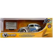 Jada V Dubs fém autómodell - 1959 VW Beetle jelvénnyel