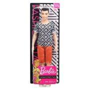 Barbie Fashionistas barátok - Fekete hajú fiú baba narancssárga rövidnadrágban (115)