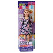 Barbie Skipper Babysitters: Szőke hajú Barbie popcornnal