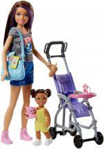 Barbie Skipper: lila-barna hajú Barbie babakocsiban ülő kislánnyal