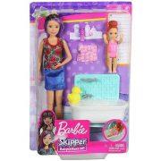 Barbie Skipper Babysitters - Rózsás pólós bébiszitter Barbie baba fürdőkáddal és kislánnyal
