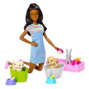 Barbie Állatos napközi szett barna hajú babával